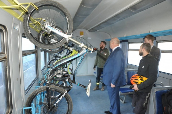 lviv-vagon-dlya-velosipediv