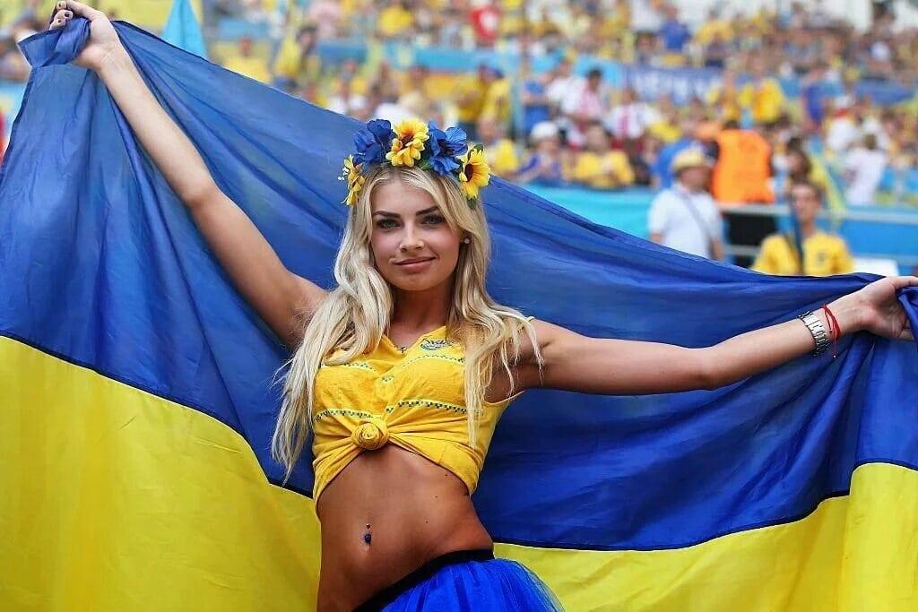 Горячие украиночки фото, загорелая брюнетка с большой попой и сиськами