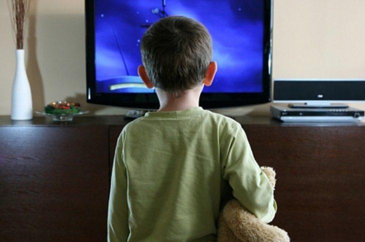 малюк і телевізор