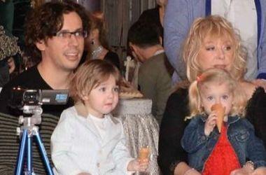 пугачова з сімєю
