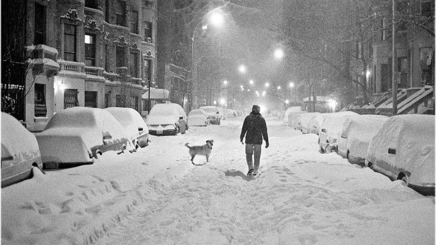 Хуртовини, снігові замети, на дорогах ожеледиця. Закарпатці, будьте обережні!