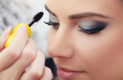 Найпоширеніші помилки при нанесенні туші, які псують ваш зовнішній вигляд