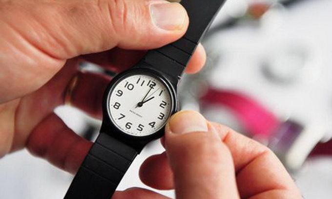 """""""Перехід на зимовий час у 2017"""": Коли в Україні потрібно переводити годинник"""