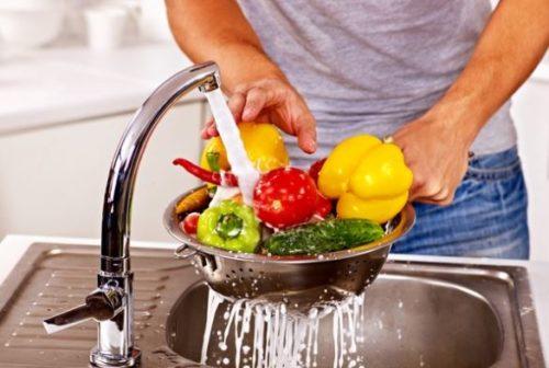 П'ять продуктів, які не можна мити перед приготуванням, і 5 – які потрібно