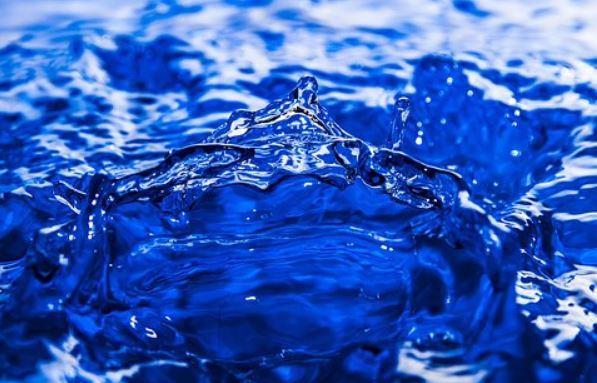 """""""Без води ні туди, ні сюди"""": проаналізуйте свій водний баланс за 10 ознаками"""