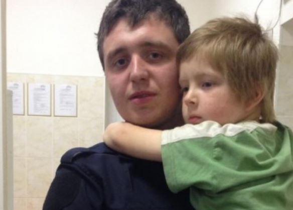 Поліцейські чотири години шукали матір малюка, якого знайшли перехожі