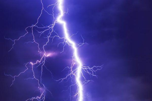 1 травня на Тернопільщині жінка загuнула від удаpу блискавки